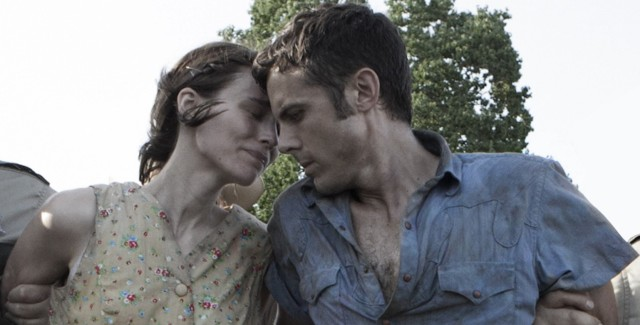 Rooney Mara and Casey Affleck fiercely in love in 'Ain't Them Bodies Saints'.